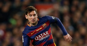 Barcelona's Lionel Messi runs with the ball during a Spanish La Liga soccer match between Barcelona and Real Madrid, dubbed 'el clasico', at the Camp Nou stadium in Barcelona, Spain, Saturday, April 2, 2016. (AP Photo/Manu Fernandez)